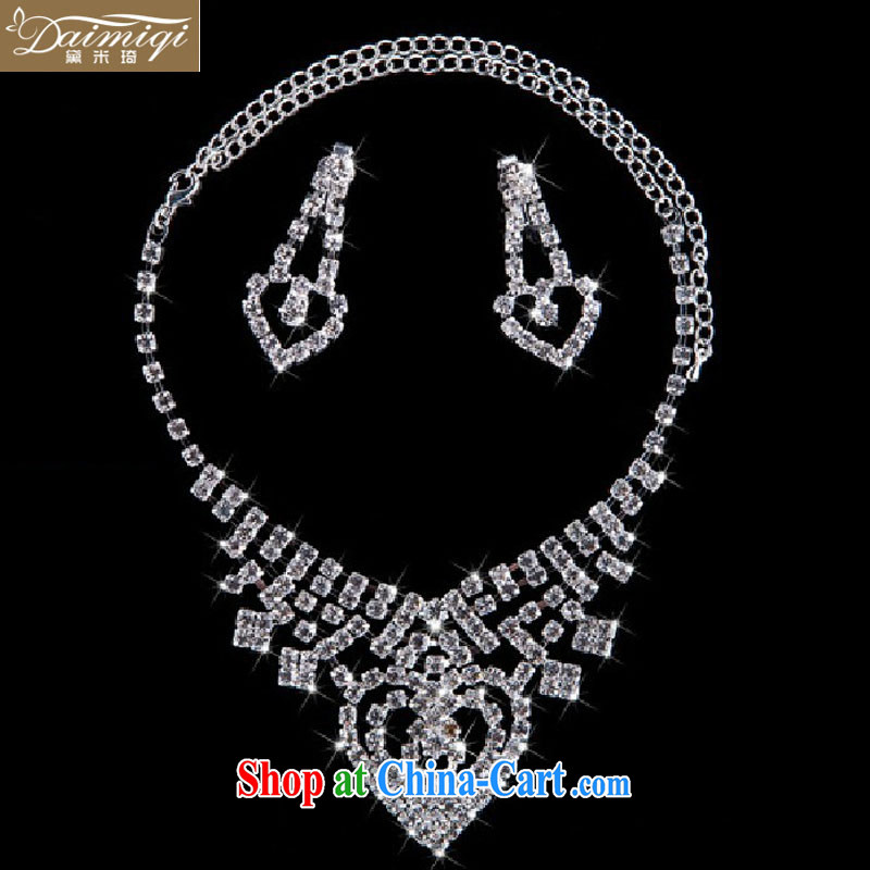 wedding night with bare chest, and the atmosphere, and it is not expensive and elegant oversized heart-shaped 4-piece set, always the classic jewelry