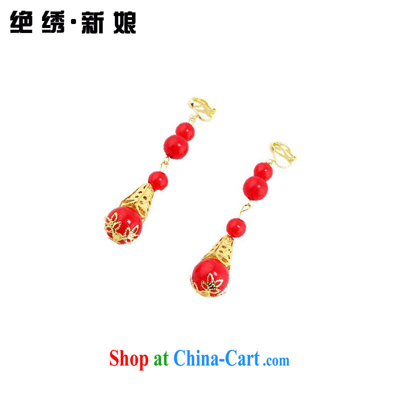 There is embroidery bridal gown dresses earrings classical Chinese qipao dedicated earrings
